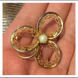 Jewelry - Vintage Gold Pearl 3 Leaf Clover Brooch